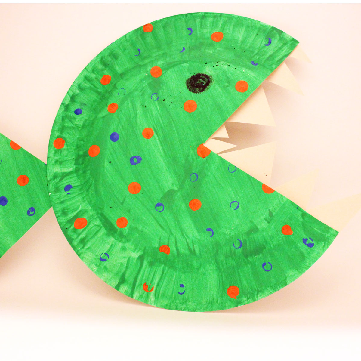 Brilliant like fireflies paper plate fish for Paper plate fish