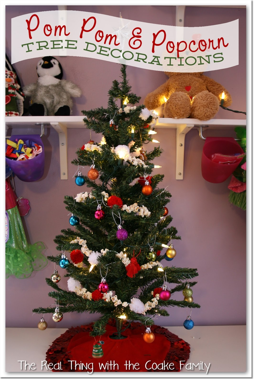 tree decorating ideas popcorn and pom pom garland