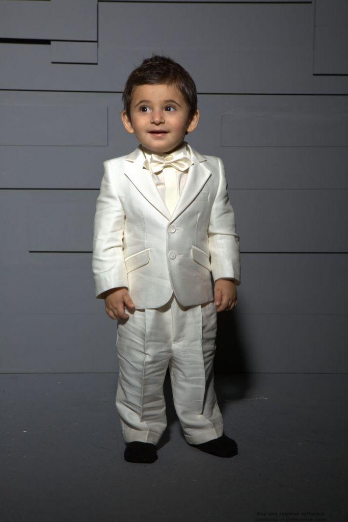 Le premier costume de votre fils sera distingué et conviendra à nombres de  cérémonies. Mariage 9afee270fb0