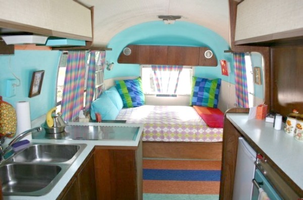 Living simply part 2 the airstream cozy little house for Minimalist living in an rv