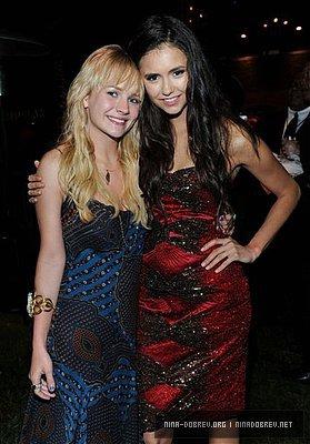 Брит Робъртсън на MTV Movie Awards 2011  249507_189463611105634_164722556913073_535846_3912518_n