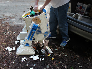 R2-D2 with smashed Lego Bricks on Endor.