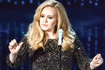 Adele menangis saat konser