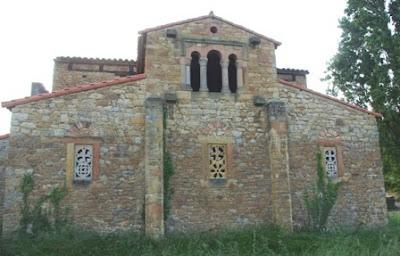 Oviedo, iglesia de Santa María de Bendones, fachada este