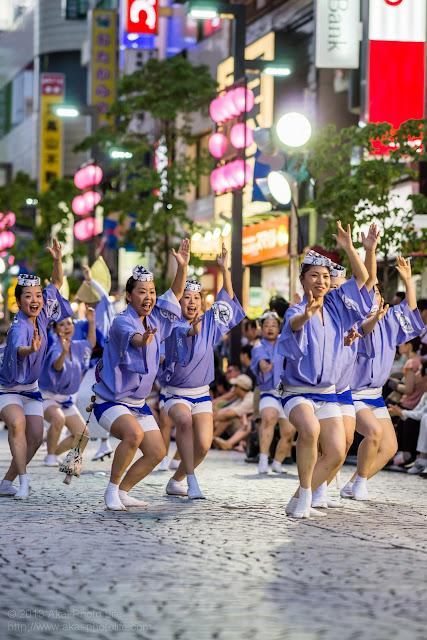 三鷹阿波踊り 三鷹花道連の女性達の男踊り