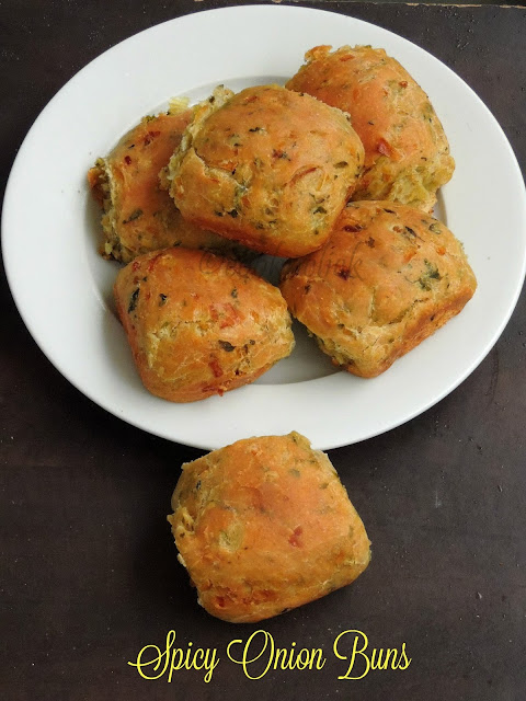 Spicy Onion Buns, Onion & coriander leaves buns