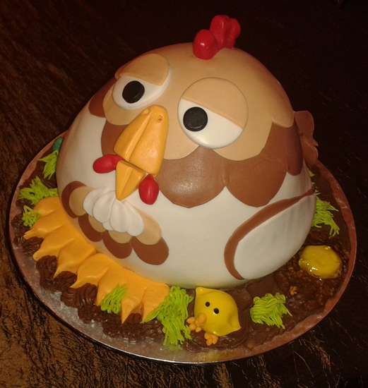chicken cake for a chicken farmer i even made a raw egg from fondant ...