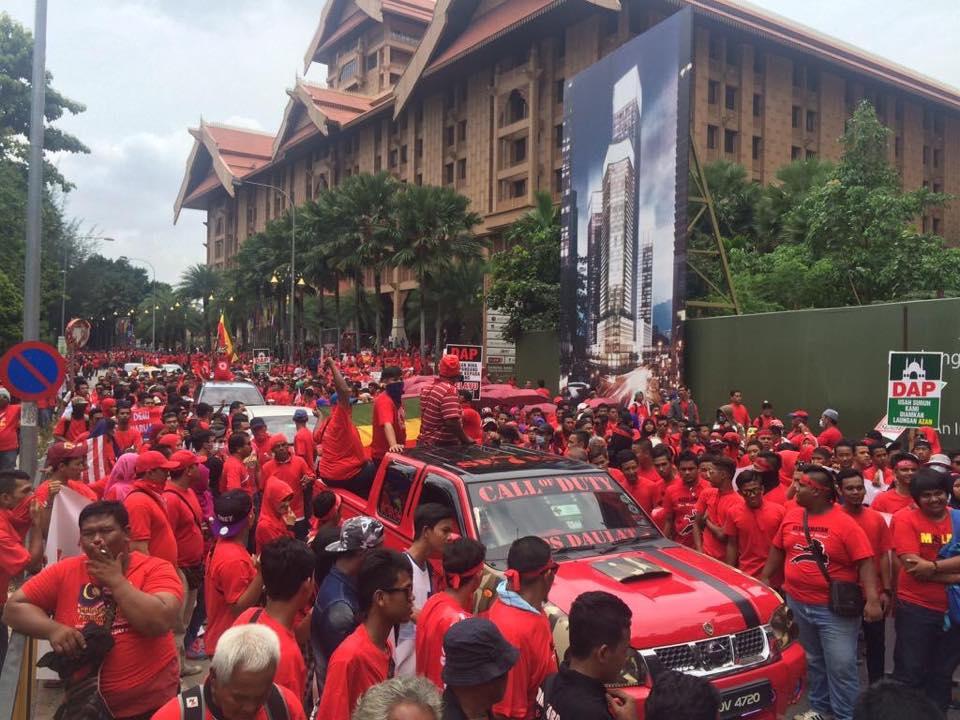 baju merah 1
