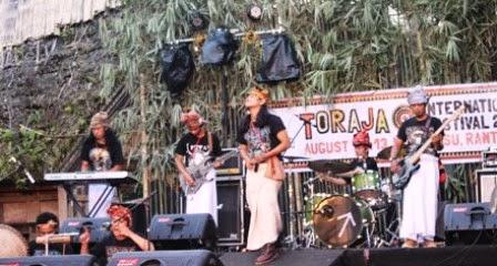 Tindoki dan Alat Musik Tradisional Karombi di TIF 2014