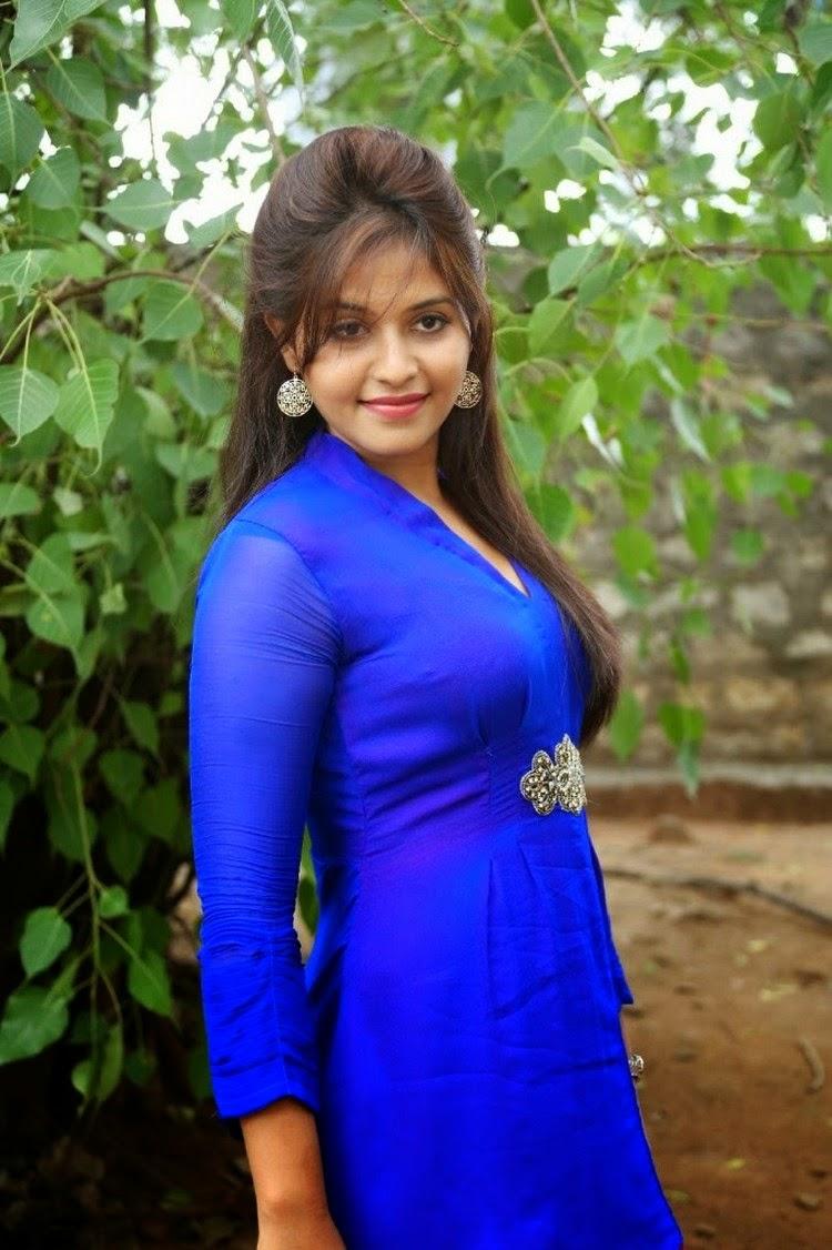 actress celebrities photos: tamil leading actress anjali at