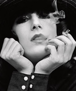 anjelica huston smoking