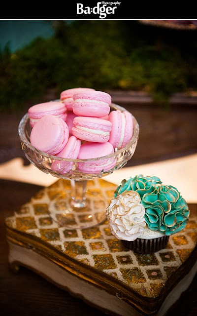 downton abbey / marie antoinette inspired sweet table by Cupcake et Macaron Montreal