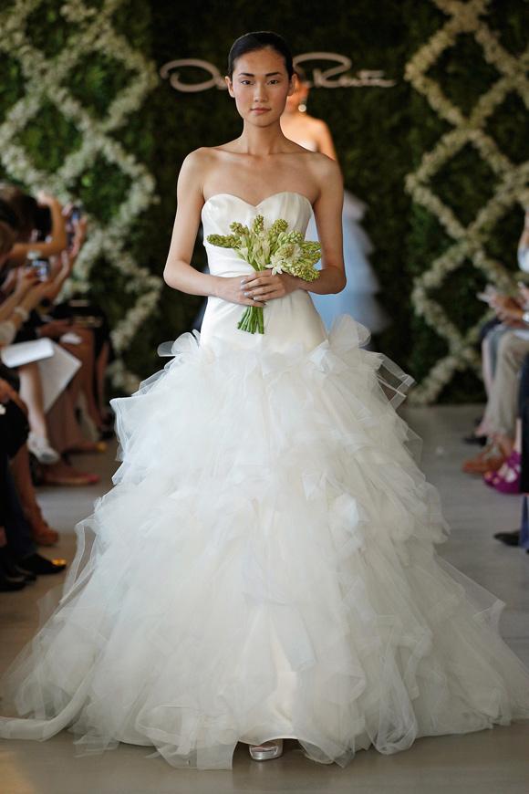 Cheap wedding gowns online blog oscar de la renta 2013 for De la renta wedding dresses