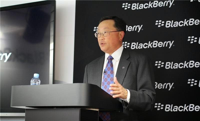 """John Chen, CEO de BlackBerry se sentó para una entrevista hace poco, hablando en términos generales a las preocupaciones acerca de la empresa y de su historia personal y estilo de gestión. En concreto, se dirigió a la previsión de BlackBerry de convertirse en una solución de """"Alto nivel"""" de negocio que no se ha visto actualmente en las tiendas. Chen obviamente reconoce el traer su propio dispositivo de movimiento en la empresa, diciendo que """"el consumidor de hoy es la empresa del mañana"""", y desarrolla el potencial de marcar de nuevo los esfuerzos de los consumidores. """"No, ¿por qué"""