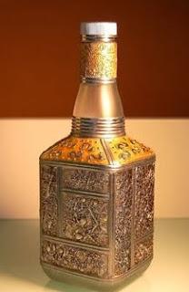http://www.guiademanualidades.com/botella-decorada-2319.htm