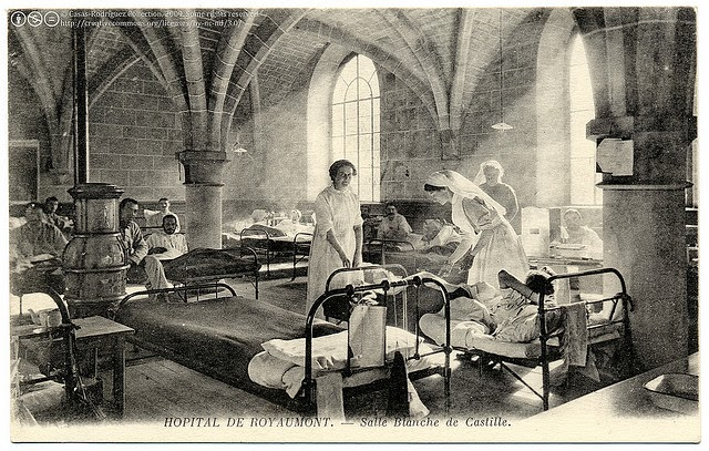 A picture postcard of nurses working in a hospital in 1915