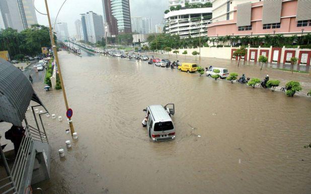 gambar jalan tun razak banjir
