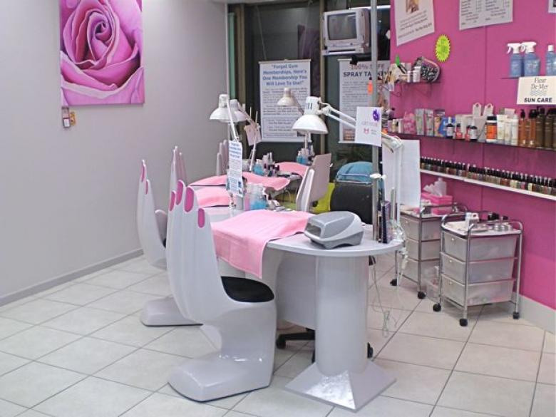 Few Great Nail Salon Advertising Ideas