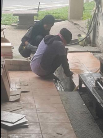 2 Muslimah Kontraktor Ini Ikhlas Tolong Bapa Kerja