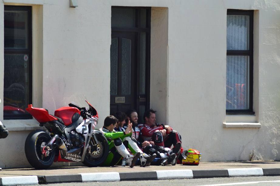 Road Races, TT et courses sur route  - Page 2 934626_524214524308561_383343920_n