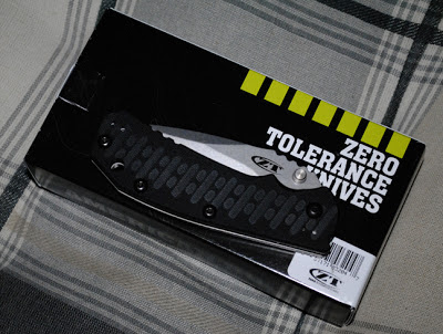 The ZT Hinderer 0550 kinfe remains closed