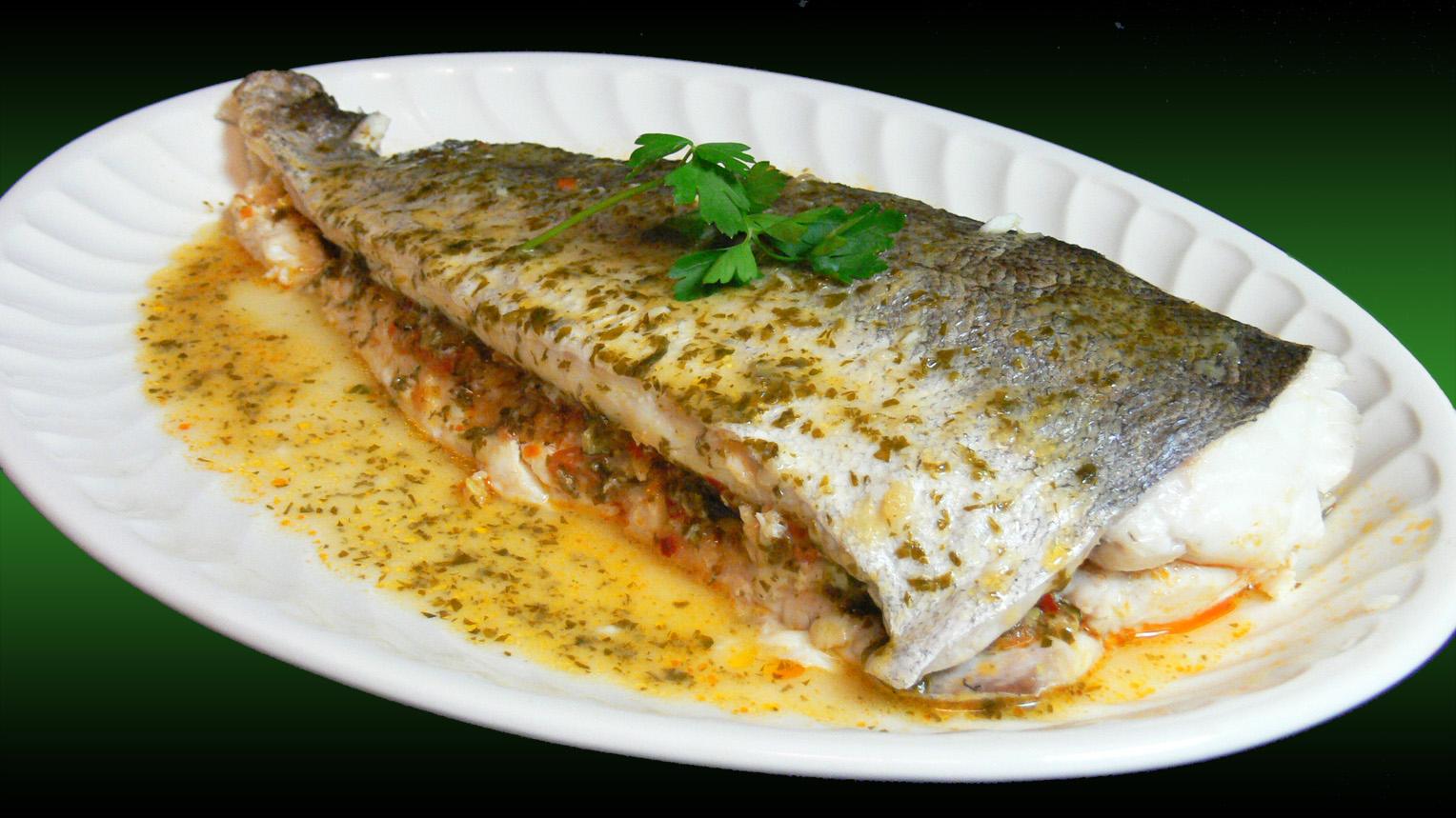 Cocinar para los amigos merluza rellena de verduras - Merluza rellena de marisco al horno ...