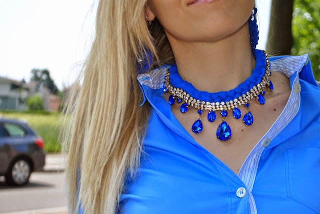 collana blu majique accessori bijoux colorblock by felym mariafelicia magno fashion blogger come abbinare la collana blu abbinamenti collana blu blue necklace majique london