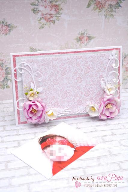 Delikatna dziewczęca biało różowa kartka na chrzest dziewczynki ze zdjęciem ręcznie robiona scrapina handmade papiery galeria papieru kwiaty niepowtarzalna pamiątka  chrztu świętego