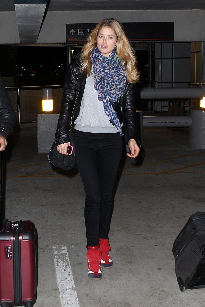 Doutzen Kroes at the Miami International Airport