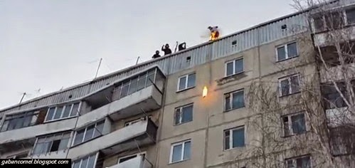 Video: Ingin Popular Remaja Ini Nekat Bakar Diri dan Lompat dari Bangunan.