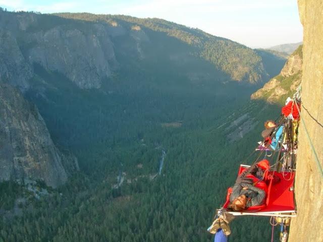 Ночевка на отвесной скале в национальном парке Йосемити. США.
