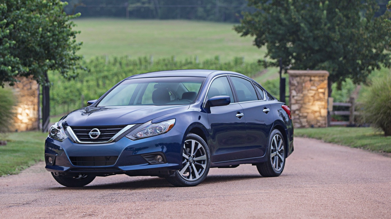 nissan introduced the new altima 2016 facelift garage car. Black Bedroom Furniture Sets. Home Design Ideas