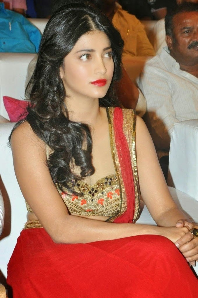 shruti hassan sexy deep cleavage pics