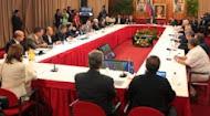 VENEZUELA: PACTO ENTRE EL GOBIERNO Y LA OPOSICIÓN DE DERECHA