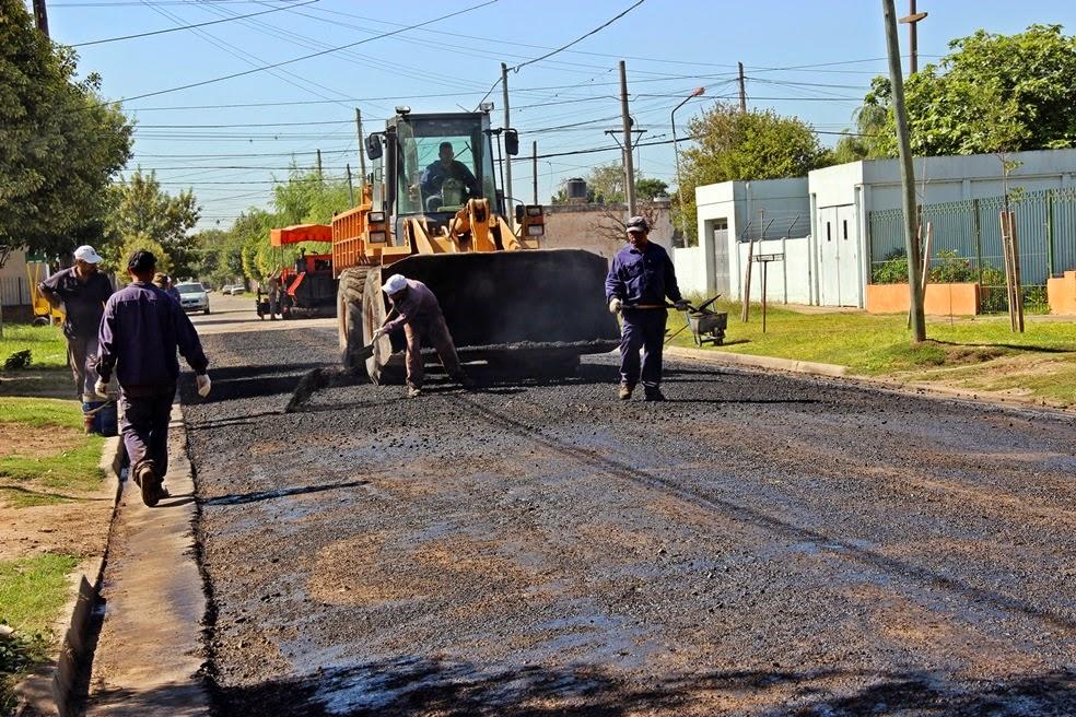Pavimentan tres cuadras de calle Granadero Baigorria en barrio El Pino