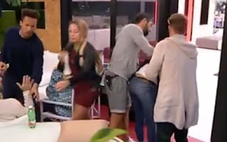 Giovanni salva Valentina dal soffocamento
