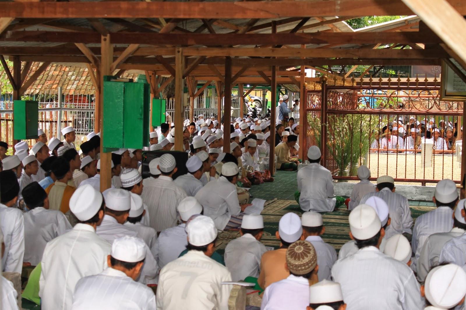 """Khotmil Qur'an """"pembuka acara Haul Ke 43 Masyayikh Langitan"""""""