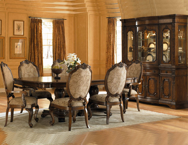 Traditional dining room furniture furniture for Traditional dining room decorating photos