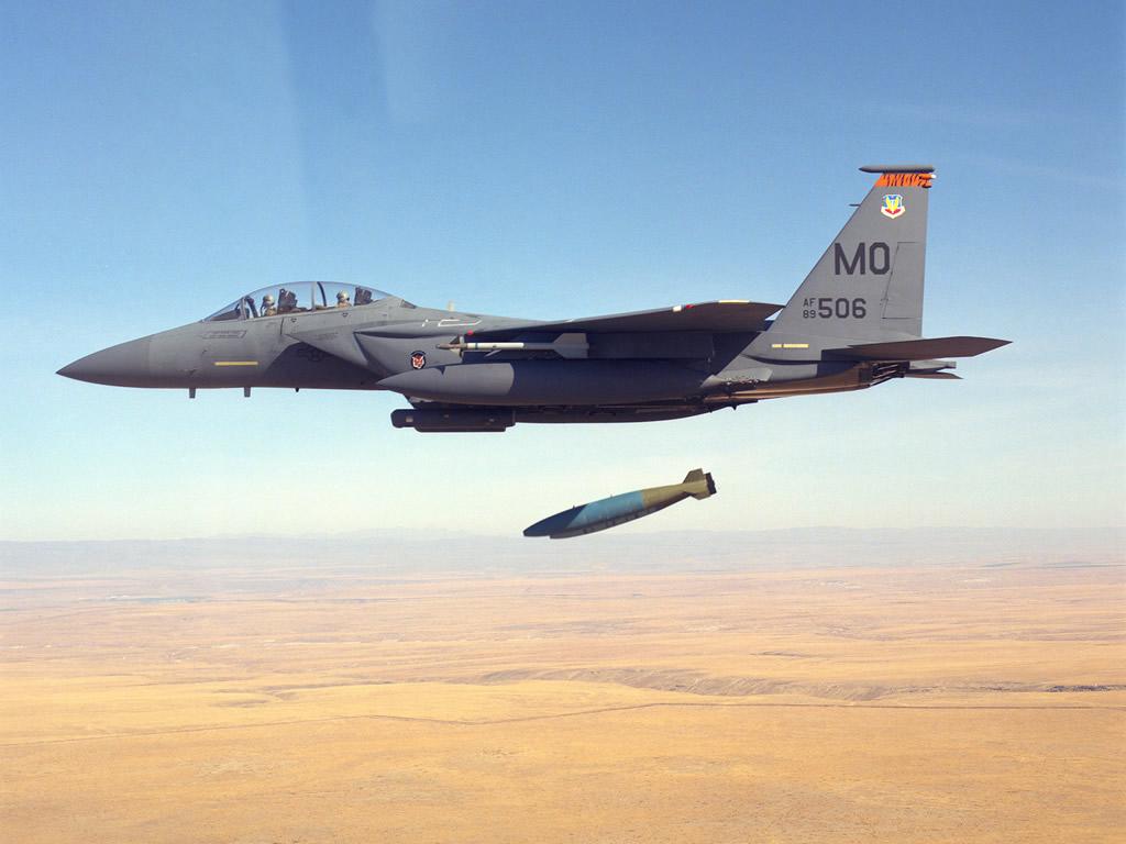 http://4.bp.blogspot.com/-2gDaIoBClEc/T2FArnOlr8I/AAAAAAAADUE/pbKv7GMghK8/s1600/AIR_F-15E_Drops_Mk-80s_lg.jpg