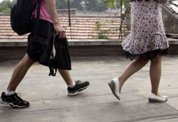 Modus Baru Cara Ngintip Celana Dalam Wanita Cantik
