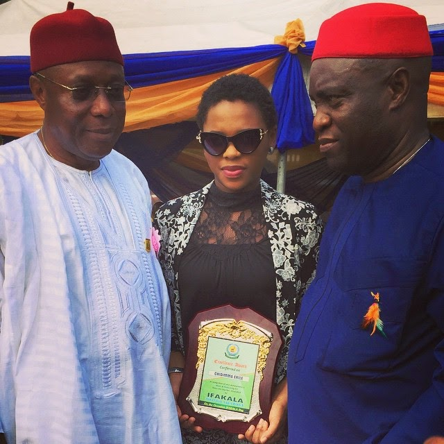 Chidinma gets Award from Her Hometown