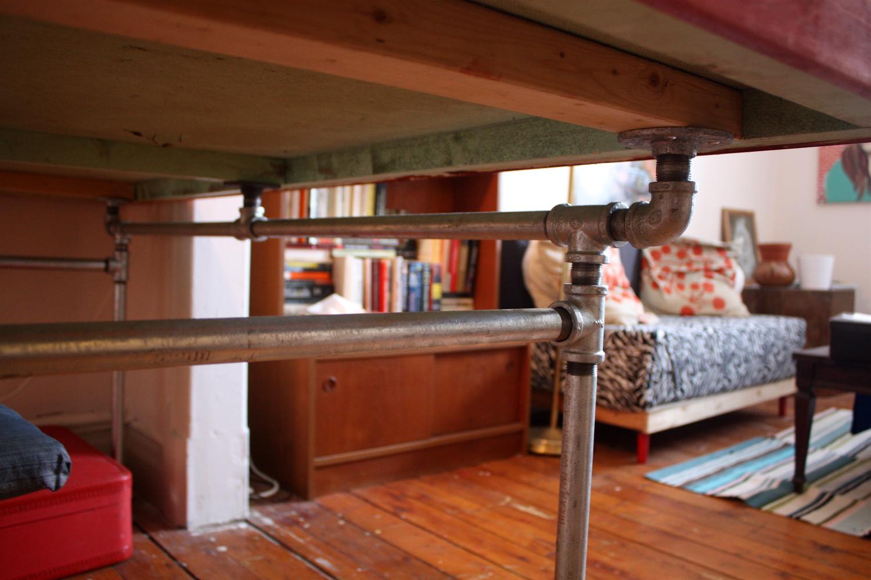 The Arting Starvist DIY Pipe Desk