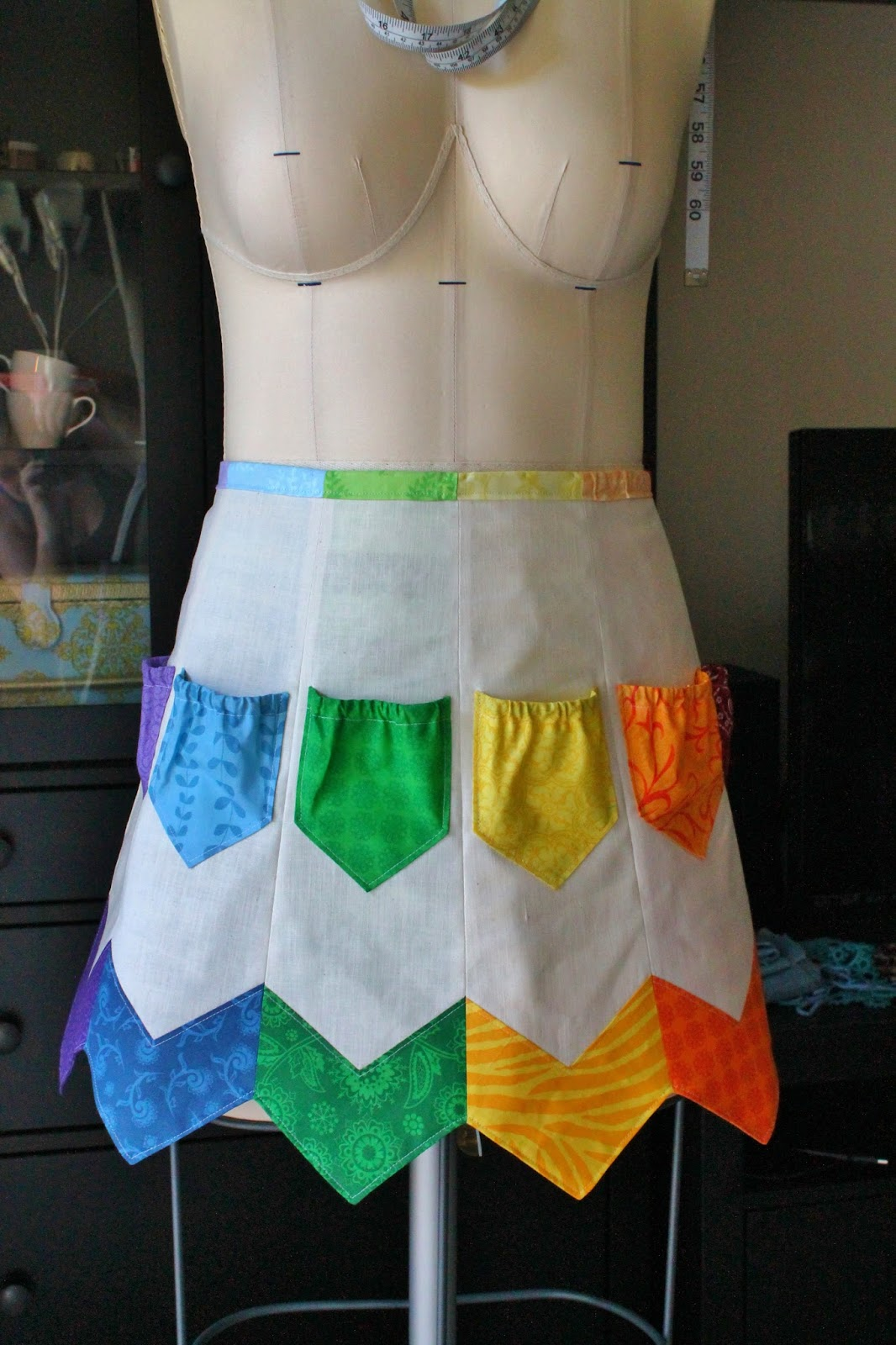 Straight Eight Sewing: Lots of Pockets Apron Tutorial -- Part 1