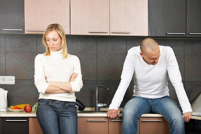 Troubled Relationship Advice - bad marriage - sad couple