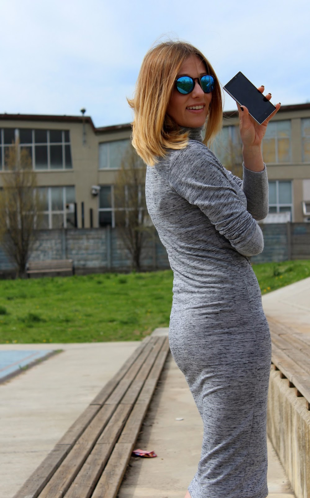 Eniwhere Fashion - Gray dress and leather jacket - Nokia Lumia 930