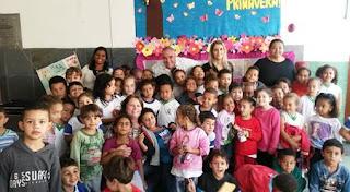 Hudson Fernandes recebe homenagem dos alunos da Escola Marilia Porto pelo Dia do Poeta
