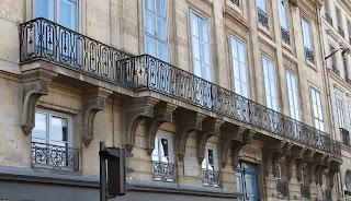 Balcon du 1 quai Voltaire à Paris