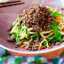 Asiatische Gemüsenudeln mit geröstetem Rindfleisch