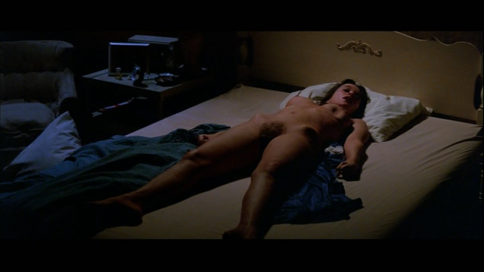 4 nude scene scary movie