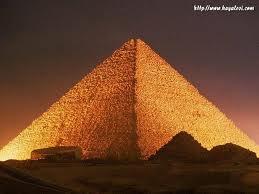 meta fizik olayların içindeki piramitler